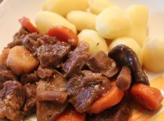 GUINNESS marharagu recept Guinness, Stew, Goodies, Pork, Cooking Recipes, Menu, Ethnic Recipes, Drinks, Sweet Like Candy