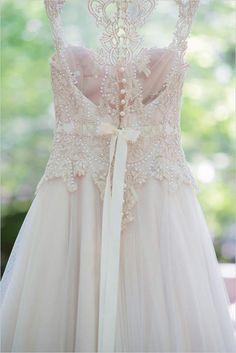 15 vestidos de noiva em tons pastel para quem não quer casar de branco