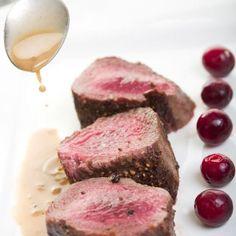 Filet de sanglier rôti, sauce poivrade – Ingrédients de la recette : 1 kg filet de sanglier