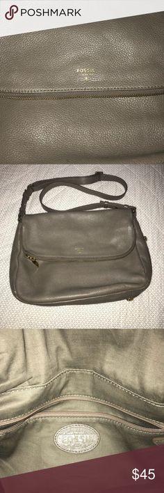 Fossil- Adjustable Slide Gray Crossover Bag/Purse Fossil - Women's Crossbody Bag/Purse- Pewter Gray Clean inside Fossil Bags Crossbody Bags
