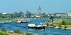 Fraaie panden in de binnenstad De Hanzetijd bracht #Zutphen grote rijkdom. Over zee en over de IJssel naar de Rijn vervoerden Zutphenaren voornamelijk haring, boter en bier en namen ze wijn mee terug. Over land en over de Berkel was hout het belangrijkste artikel.