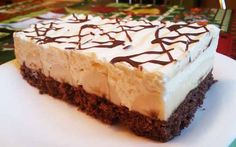 Banánové řezy alá pribináček | NejRecept.cz Cookie Desserts, Dessert Recipes, German Cake, Cheesecake, Cake & Co, Yummy Cakes, No Bake Cake, Vanilla Cake, Baked Goods