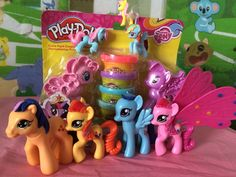 My Little Pony Friendship is magic Ponies Twilight Sparkle, Rainbow Dash, Pinkie Pie Kinder Surprise Abrindo ovos surpresa!!! SUPER LEGAL!!!! Curta, compartilhe, inscreva-se!!!  http://www.dailymotion.com/video/x48h9p0_my-little-pony-friendship-is-magic-ponies-twilight-sparkle-rainbow-dash-pinkie-pie-kinder-surprise-b_fun