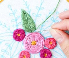Hello and welcome to my hand embroidery class! In this class, I& teach you all the basics of hand embroidery. You& complete two beautiful samplers that will. Floral Embroidery, Embroidery Designs, Embroidery Online, Embroidery Sampler, Creative Embroidery, Embroidered Flowers, Embroidery Stitches Tutorial, Applique Tutorial, Purse Tutorial