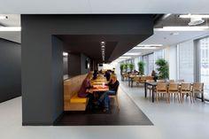 Дизайнеры компании OIII Architects работали над оформлением нового корпуса Amstel Campus Университета Амстердама. Великолепный дизайн в современном стиле делает обучение приятным процессом. Кампус скорее напоминает бутик-отель нежели учреждение образования....