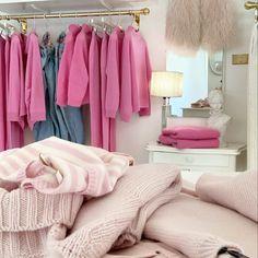Tendenze moda autunno: tra comodità e stile Blanket, Bed, Home, Stream Bed, Ad Home, Blankets, Homes, Beds, Cover