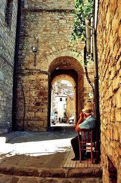 Pietrapertosa, Basilicata, Italy (foto Massimo Agliardi).  La ruvida convivenza con la pietra di due paesi d'origine normanna abbarbicati sui costoni delle Dolomiti lucane.