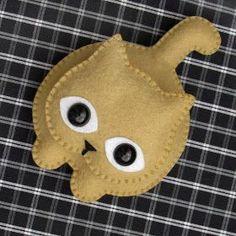 Love this little felt kitty. Fabric Crafts, Sewing Crafts, Sewing Projects, Felt Projects, Needle Felted Animals, Felt Animals, Felt Cat, Felt Decorations, Felt Christmas Ornaments