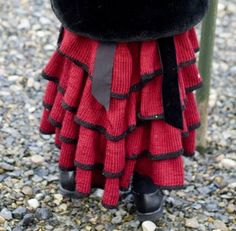 Ravelry: Notes on Ruffles (tips for making a layered ruffled skirt) pattern by Kimberly Giffen Knit Skirt, Ruffle Skirt, Knit Dress, Ruffles, Crochet Dresses, Victorian Steampunk, Hand Knitting, Knitting Ideas, Plaid Scarf