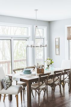 Airy & bright dining room