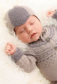 "Wonderchild - Knitted DROPS baby hat and one piece jumpsuit in ""BabyAlpaca Silk"". - Free pattern by DROPS Design Baby Knitting Patterns, Baby Hats Knitting, Knitting For Kids, Knitted Hats, Crochet Patterns, Free Knitting, Cardigan Bebe, Baby Cardigan, Drops Design"