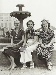 What did women wear in the Explore the history of women's fashion with plenty of photos of dresses, pants, shoes and accessories. Look Vintage, Vintage Mode, Vintage Girls, Vintage Beauty, Vintage Outfits, Vintage Glamour, Vintage Wear, 1930s Fashion, Retro Fashion