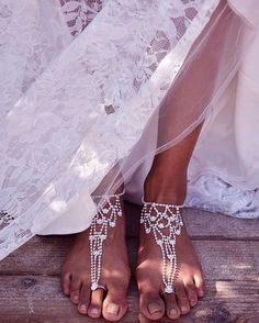 Ditch the heels for a barefoot bridal look. Shop foot jewelry at David's Bridal Ditch the heels for a barefoot Foot Jewelry Wedding, Beach Foot Jewelry, Beach Wedding Sandals, Beach Wedding Bridesmaids, Bridal Jewelry, Bridal Sandals, Wedding Necklaces, Feet Jewelry, Ankle Jewelry