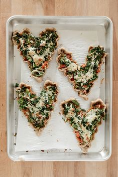 mini whole wheat veggie pizzas (freezer friendly! Easy Dinner Recipes, Easy Meals, Weeknight Meals, Easy Recipes, Dinner Ideas, Whole Wheat Pizza Crust Recipe, Valentine Pizza, Valentines, Sauce Marinara