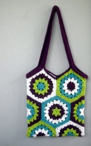crochet hexagon market bag - Pinning for the hexi pattern, I love it!