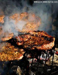 Dziś zdradzę Wam moją długo skrywaną tajemnicę :) Tajemnicę na przepyszną karkówkę z grilla. Jest hitem wśród znajomych i rodziny. Sekretem jest marynata i Polish Recipes, Carne, Barbecue, Steak, Food Photography, Grilling, Pork, Food And Drink, Cooking Recipes
