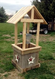 Pallet Garden Wishing Well - 300+ Pallet Ideas and Easy Pallet Projects You Can Try