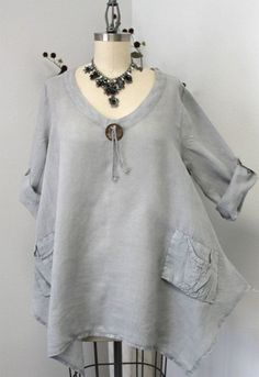 Gotta have Summer New Linen Oversized designer Lagenlook Tunic top with Front Pockets – Plus Size Fashion Boho Plus Size, Tunic Designs, Boho Fashion, Womens Fashion, Trendy Fashion, Bohemian Mode, Linen Tunic, Linen Dresses, Long Sleeve Tunic