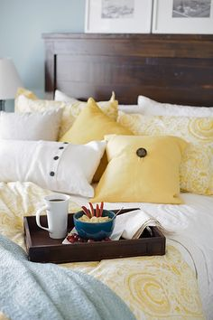 White, yellow, and blue. Love these colors for our bedroom.