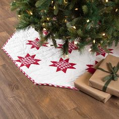 Christmas Store, Christmas Crafts, Christmas Decorations, Holiday Decor, Christmas Tree Quilt, Christmas Quilting, Christmas Tree Skirts, Christmas Ideas, Christmas Patchwork