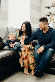 Nov 2017 - At home pictures had been in the works for quite a few months, and we decided to include some photos for our pregnancy announcement in the mix. Home Pictures, Family Pictures, Family Photography, Photography Poses, Lifestyle Photography, Picture Color Schemes, Casual Family Photos, Engagement Inspiration, Social Media Influencer