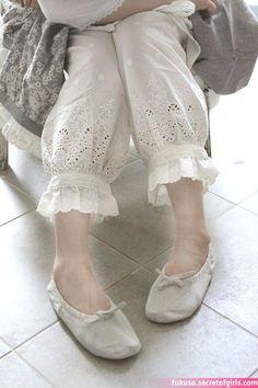 pakistani pants design for kurti Pakistani Fashion Casual, Pakistani Dresses Casual, Pakistani Dress Design, Indian Fashion, Kurta Designs Women, Salwar Designs, Blouse Designs, Indian Designer Outfits, Designer Dresses