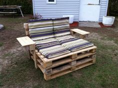 In an effort to bring some DIY ideas of wood pallet projects, we present a handful of used wood pallet ideas to spark you creativity or inspire you to create then next pallet furniture project. Old Pallets, Recycled Pallets, Wooden Pallets, Recycled Wood, Wooden Pallet Crafts, Outdoor Furniture Plans, Pallet Furniture, Furniture Projects, Lawn Furniture