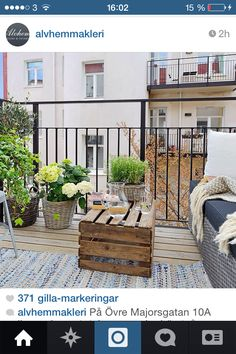 Ideas for decorating with wooden boxes - Interior and exterior decoration - Decor Scan : The new way of thinking about your home and interior design Outside Living, Outdoor Living, Patio Balcony Ideas, Balcony Garden, Decoracion Low Cost, Appartement Design, Smeg, Interior And Exterior, Interior Design