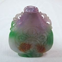 Chinese Green and Lavender Jade Carved Ruyi Snuff : Lot 208