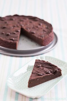 """""""Cleaner"""" chocolate cake without flour, butter, egg, sugar!"""