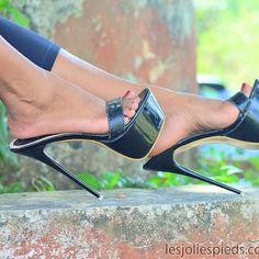 Beautiful High Heels, Gorgeous Feet, Mules Shoes, Heeled Mules, Shoes Heels, Silver Heels Prom, Transparent Heels, Women's Feet, Black High Heels