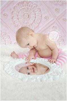 Bildideen - Baby - First Year Picture Ideas - Photo Bb, Kind Photo, Children Photography, Newborn Photography, Photography Poses, Baby Mirror Photography, Photography Music, Photography Magazine, Cute Kids