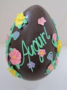 #Uovo di #cioccolato decorato con #ghiaccia #reale !!!!!!!
