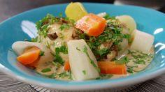 Elegante, franske fiskeboller, såkalte queneller, posjeres i grønnsakbuljong og serveres med en kraftig soppsaus. Foto: Fra TV-serien Hygge i Strömsö / YLE