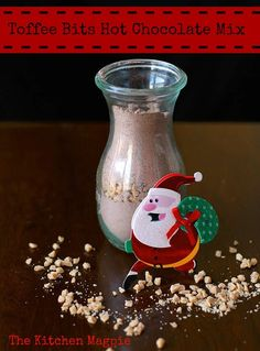 Homemade Toffee Bits Hot Chocolate Mix! The perfect homemade gift for Christmas! From @kitchenmagpie