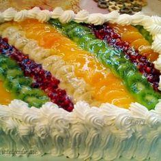 Reteta Tort Diplomat cu Piersici Fruit Platter Designs, Romania Food, Romanian Desserts, Just Cakes, 30 Minute Meals, Cake Decorating Tutorials, Sweet Tarts, Mini Cakes, Good Food