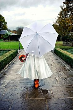 Beautiful rainy wedding photography - Check out this bride's cute umbrella and wellies combo!