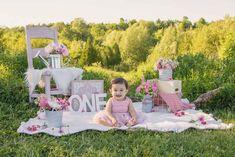 Outdoor Cake Smash, Baby Esther, Milestone Pictures, Sunflower Cakes, Bunny Birthday, Summer Glow, Photoshoot Ideas, Birthday Decorations, Girl Photos