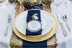 Navy and gold table setting inspiration {via thebridelink.com} - see more ideas at http://themerrybride.org/2014/10/18/navy-and-gold-wedding-2/