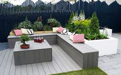 Love Your Garden How to get the modern architectural look is part of garden Seating Families - Get the look from the modern garden in Cornwall, from episode 3 of Love Your Garden 2015 Complete plant list from presenter David Domoney Diy Outdoor Furniture, Outdoor Decor, Garden Seating Area, Small Patio Spaces, Corner Seating, Diy Seating, Storage Bench Seating, Modern Seating, Contemporary Garden