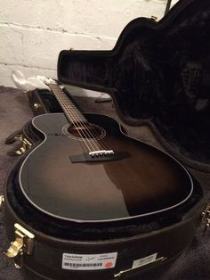 #25/80 Takamine Kunoichi LC-04 Limited Edition OM Acoustic/Electric Guitar & Hard Case, $1 399.90