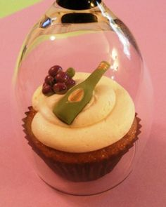 Wine cupcakes. Good idea to keep the cupcakes fresh at a wine party!