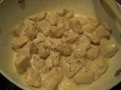 Necesitamos 2-3 cucharadas de harina 300 gramos de pechuga de pollo sin piel y cortado en trozos de unos 2 cm 100 gramos de leche 7...