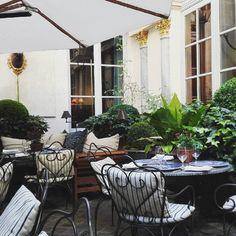 Romantique à l'Américaine chez Ralph's   #boyfriend #ralphlauren #garden #saintgermain #paris #design #jardin #decoration #terrasse #ralph #american #love
