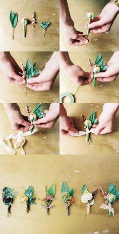(1)中心となる造花の茎の部分にワイヤーを差し込みます。お花に付くまで差し込んでください (2)少しばらしながら、造花を配置していきます (3)テープを巻き付けます。3週ほど巻けば、しっかりと固定されます (4)好きなリボンで結んで、できあがり