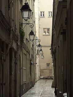 PARIS: RUE DE NEVERS   by Boccacino