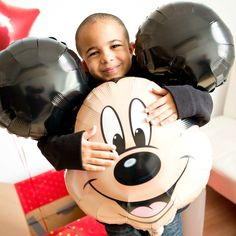 Such a fun idea for a Walt Disney World Vacation Reveal with free downloadable tag so it's easy to plan your own surprise reveal!
