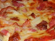 Pizza z salami/Pizza with salami Salami Pizza, Hawaiian Pizza, Winter Food, Baked Goods, Hamburger, Cake Recipes, Healthy Living, Food And Drink, Yummy Food