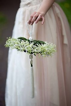 Un bouquet bien original ! Bride Bouquets, Bridesmaid Bouquet, Floral Bouquets, Ikebana, Flower Decorations, Wedding Decorations, Floral Wedding, Wedding Day, Alternative Bouquet