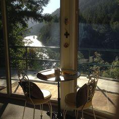 Upper Room. Pacific Northwest. Oregon. McKenzie river round house